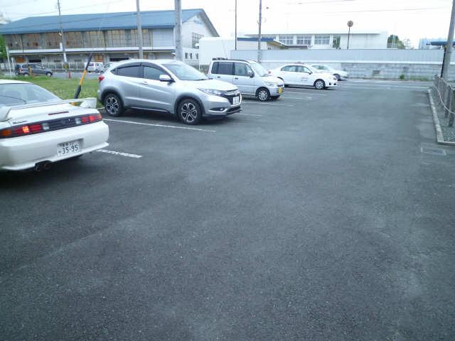 エルハイム西町 駐車場