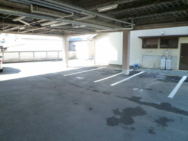 コーポ・ユウ 駐車場