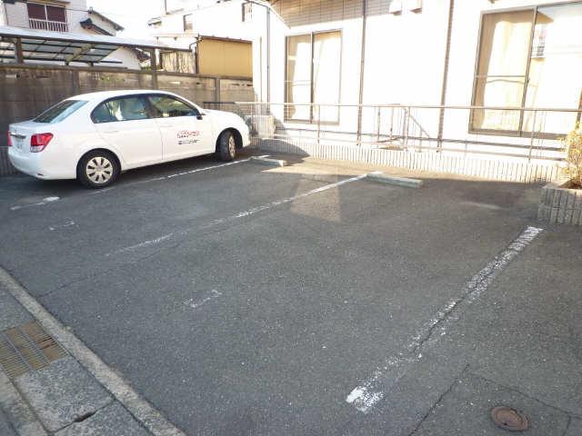 スプリングロードⅡA棟 駐車場