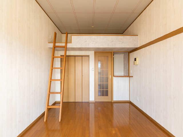 ロイヤルキャビン松久 3階 室内