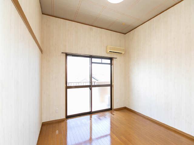 ロイヤルキャビン松久 3階 洋室