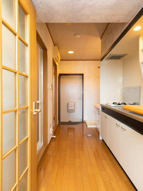 ロイヤルキャビン松久 3階 玄関