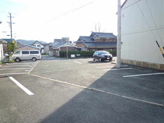 メゾンモンテソレイユC棟 駐車場