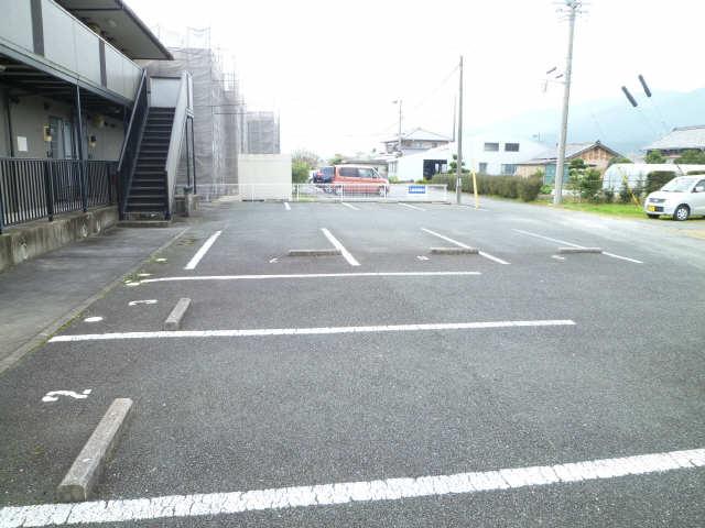シャルム平井 駐車場