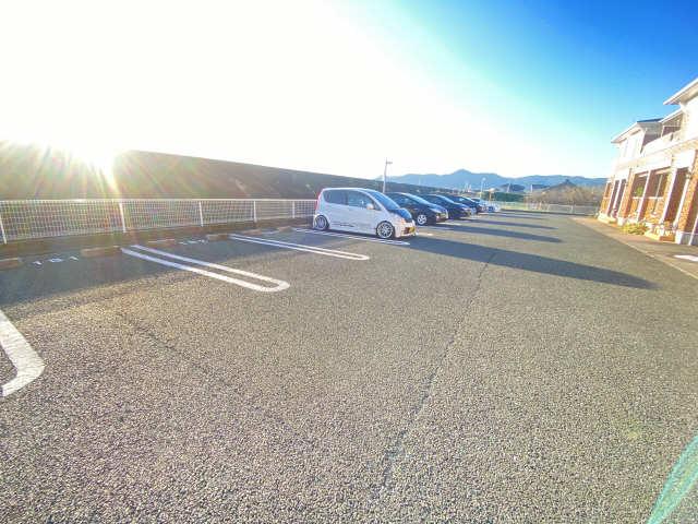 シーサイドサルビアB 駐車場
