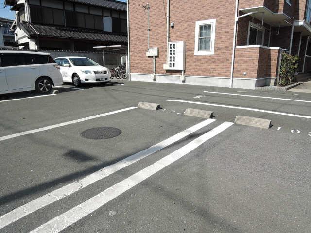 トミーハウス 駐車場