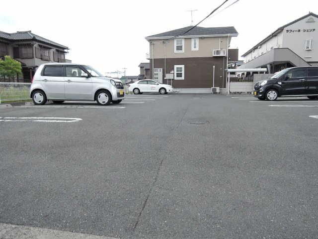 ラフレシール 駐車場