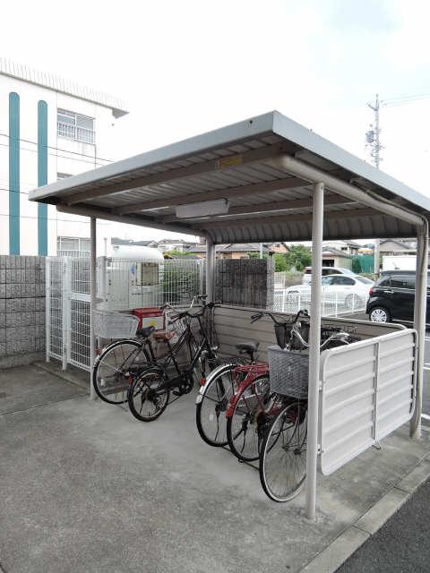 ラフレシール 駐輪場