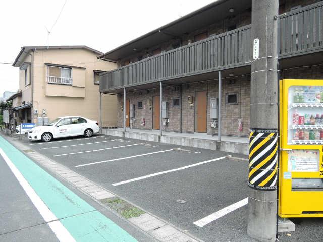 シャルム松田 駐車場