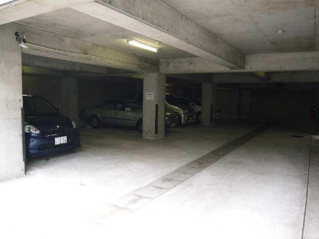 ザ・ウイングス 駐車場