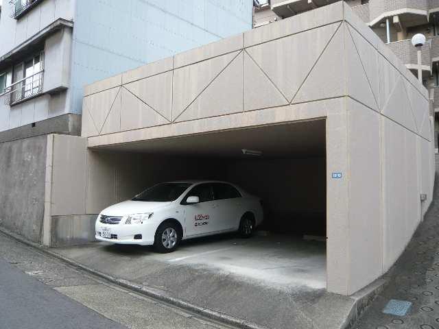 グリーンハイツ白壁 屋根付駐車場