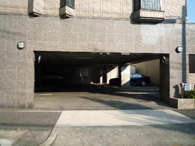 綾羽アネックス葵 駐車場