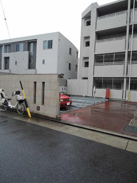 レジディア白壁東 駐車場