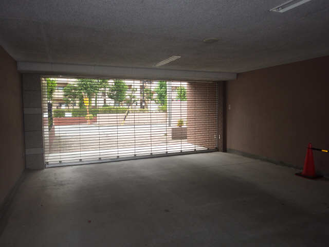 エスティメゾン東白壁 8階 駐車場