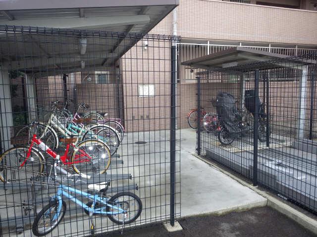 エスティメゾン東白壁 8階 駐輪場