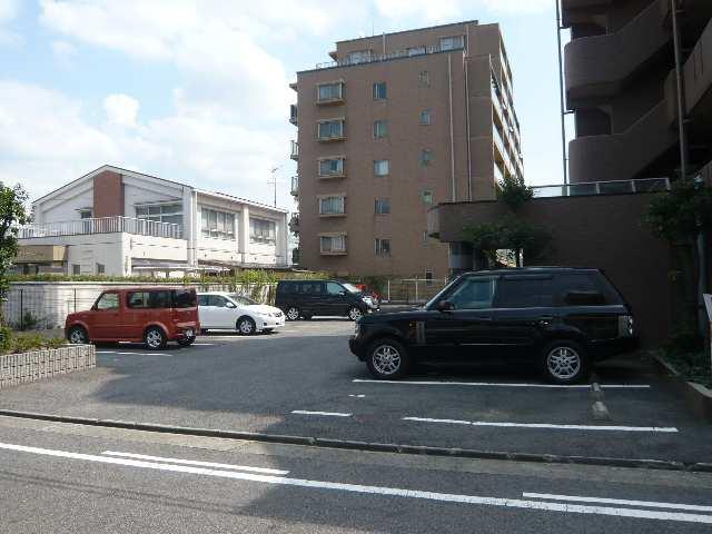 パラディーソ白壁 2階 屋外駐車場