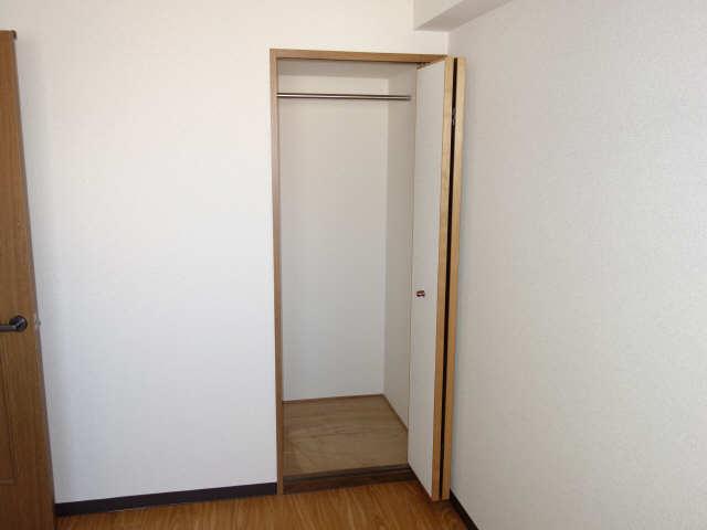 パラディーソ白壁 2階 収納