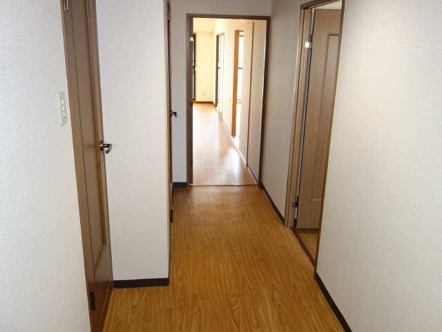 パラディーソ白壁 2階 玄関