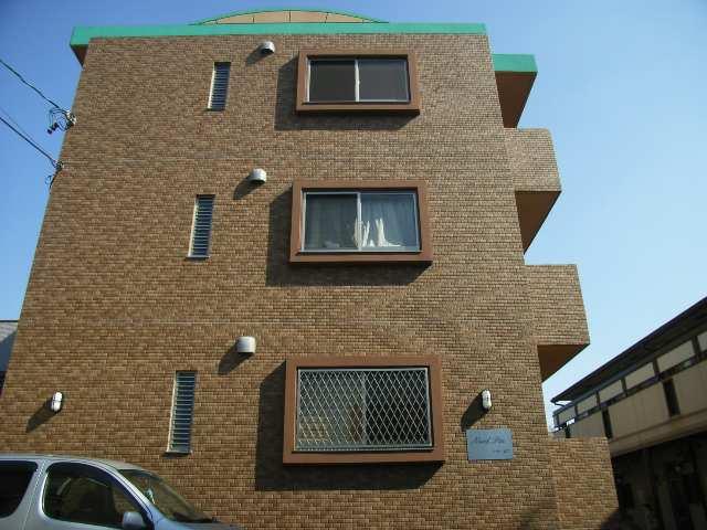 ノール・ピア 1階窓には堅固な格子