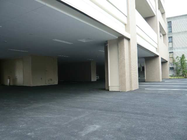 プライムメゾン矢田南 共通・屋根付P(5台)