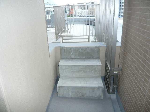 プライムメゾン矢田南 602ルーフバルコニー行階段