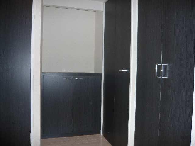 レジディア白壁 3Fニシ玄関収納