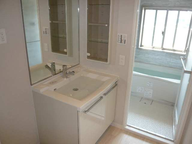 レジディア白壁 7Fニシ洗面・浴室