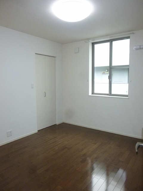ドルクスコート 3階 室内