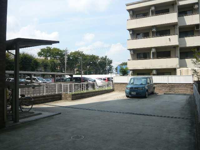 フィルストン白壁 駐車場