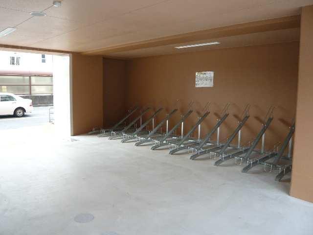 リヴェール白壁 自転車置場