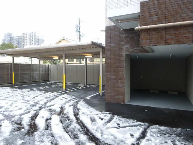 エスティメゾン白壁南 平置き屋根有り駐車場