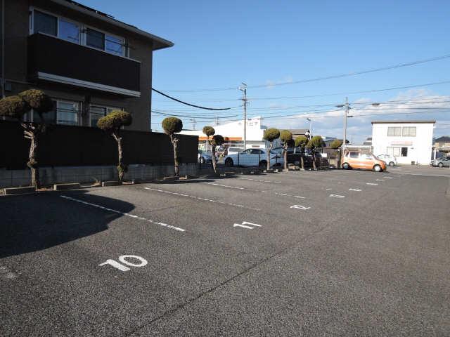 クレール龍美 駐車場