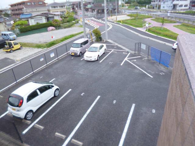 CELSUS 駐車場