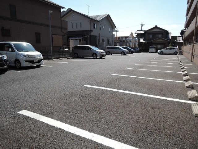 OAZO-N 駐車場
