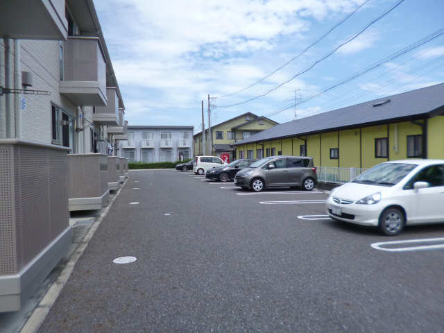 メ-プルA長篠 駐車場