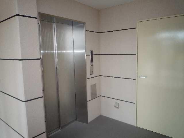 シャトー・カネハラB エレベーター