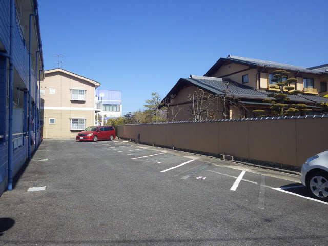 ハピネス井ヶ谷 駐車場