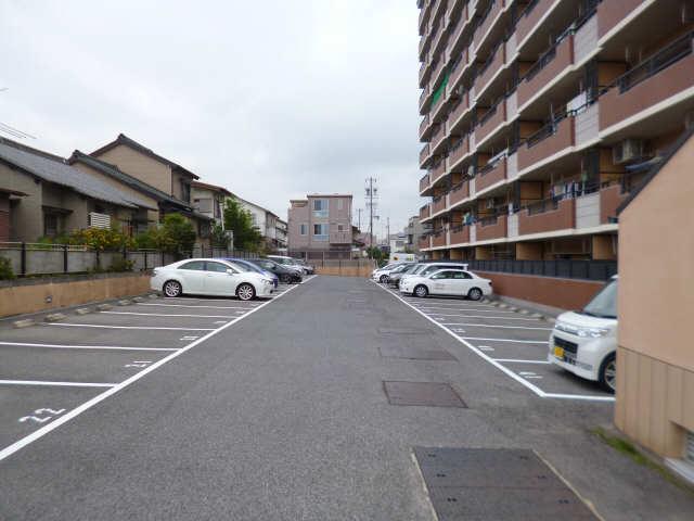 スペクトル新林 駐車場