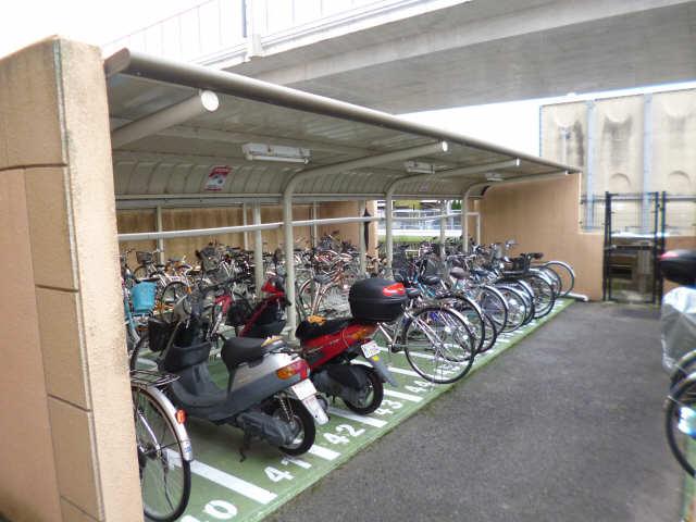 スペクトル新林 駐輪場