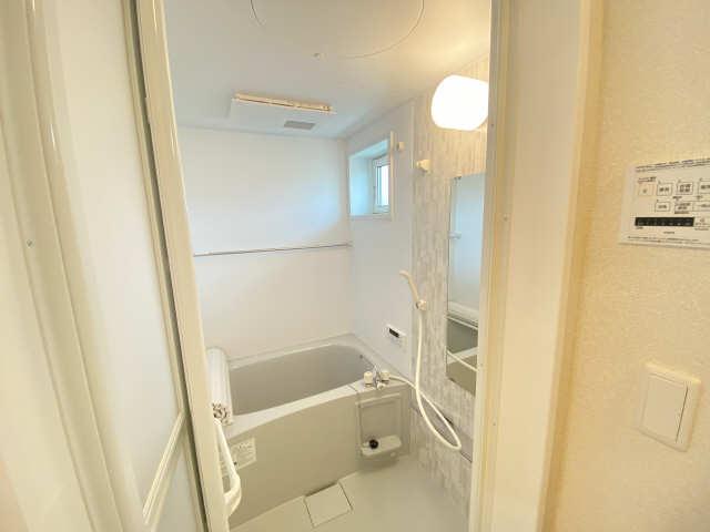 リュミエール桜木町 2階 浴室