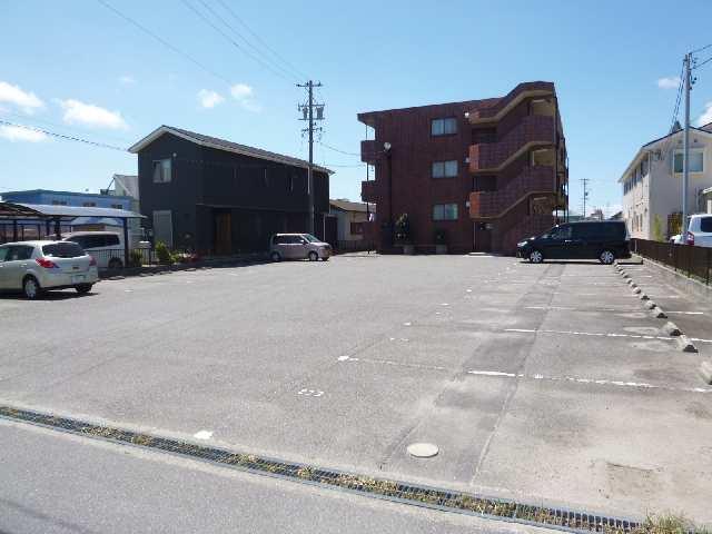 エクレール・アミイ 駐車場