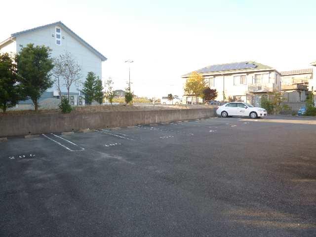 ヴォーノオサダ 駐車場