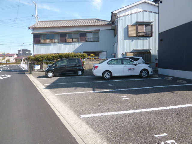 フォーレス羽塚C 駐車場