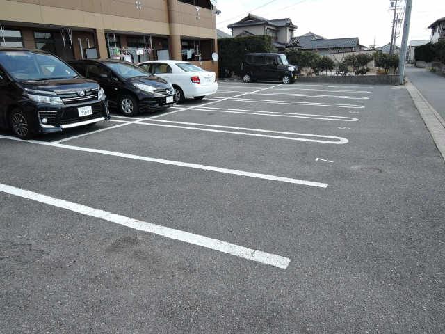 オーシャンアベニュー 駐車場
