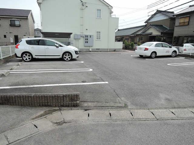 アメニティ横須賀 駐車場