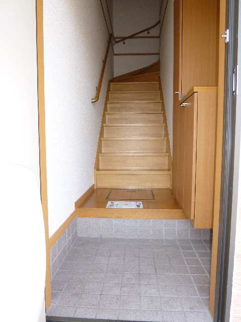マスカットハウス 2F2LDK(206号室)