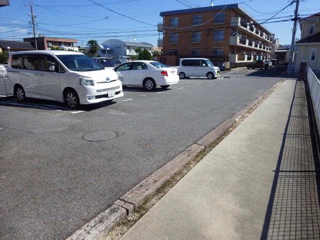 ヨーロピアンシャレー小松島 駐車場