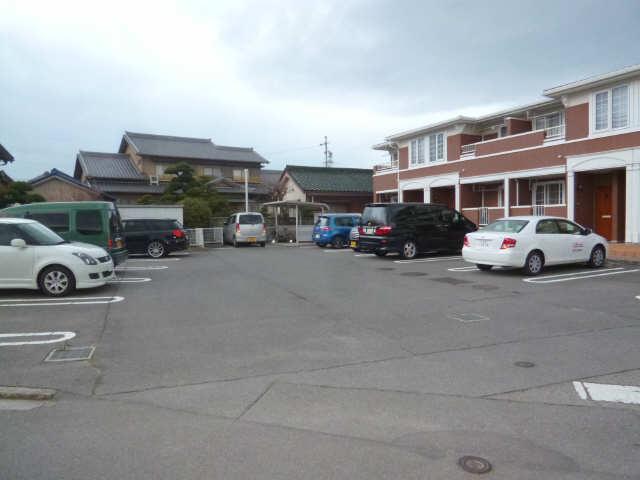 ウィステリア壱番館 駐車場