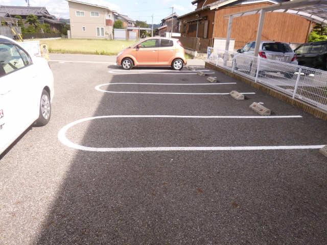ネザーランド 駐車場