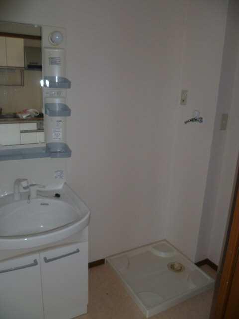 アムールイワタ 1階 洗濯機置場